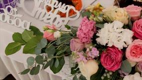 central dof bukiet róż ogniskowy kwiatek punktu nisko poślubić Panny młodej ` s bukiet na dniu ślubu różni bukietów kwiaty Bukiet Fotografia Stock