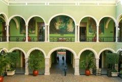 Central dourtyard av regulatorerna som bygger på Merida på Mexico Royaltyfri Bild