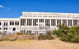 Central eléctrica abandonada: Cerca en ruinas Fotografía de archivo