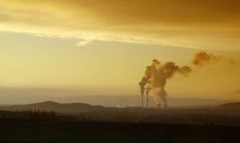 Central eléctrica antes de la puesta del sol Imagen de archivo libre de regalías