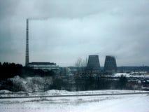 Central eléctrica cerca de Vilnius imagenes de archivo