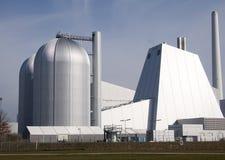Central eléctrica con 2 cilindros grandes Fotos de archivo