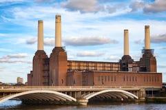 Central eléctrica de Abandonded Battersea y puente de Grosvenor sobre Imagenes de archivo