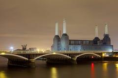 Central eléctrica de Battersea en la noche Fotos de archivo libres de regalías