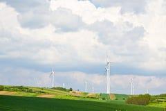Central eléctrica de energía eólica imagenes de archivo