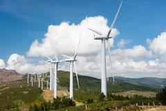 Central eléctrica de energía eólica en cumbre Fotos de archivo libres de regalías