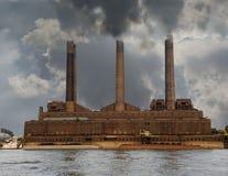 Central eléctrica de la contaminación de la orilla Foto de archivo libre de regalías