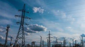 Central eléctrica de la electricidad en una puesta del sol Timelapse 5 de la central eléctrica almacen de video