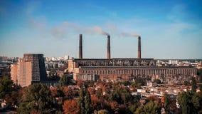 Central eléctrica de Termal en la ciudad de Kiev almacen de video