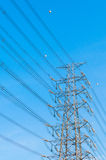 Central eléctrica e linhas eléctricas Foto de Stock Royalty Free