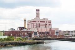 Central eléctrica en el canal del envío Imagen de archivo libre de regalías