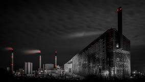 Central eléctrica en la noche Imágenes de archivo libres de regalías
