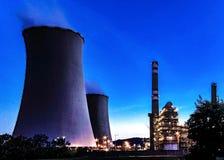 Central eléctrica en la noche Fotografía de archivo libre de regalías