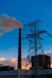 Central eléctrica en la puesta del sol Imagen de archivo