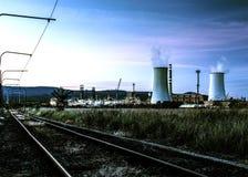 Central eléctrica en la puesta del sol Foto de archivo libre de regalías