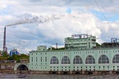 Central eléctrica estación-hidráulica de la POTENCIA HIDROELÉCTRICA Imagen de archivo libre de regalías
