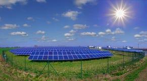Central eléctrica fotovoltaica Fotos de archivo libres de regalías