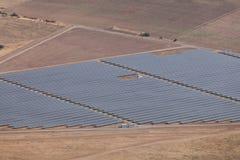 Central eléctrica fotovoltaica cerca de Kazanlak Imagen de archivo libre de regalías