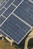 Central eléctrica fotovoltaica en granja Fotografía de archivo