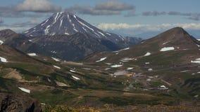 Central eléctrica geotérmica de Mutnovskaya Península de Kamchatka, Extremo Oriente ruso almacen de video