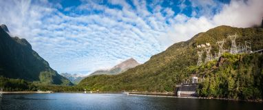 Central eléctrica Hidráulico-eléctrica - lago Manapouri, Nueva Zelanda fotos de archivo