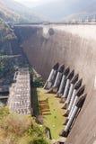 A central eléctrica na represa de Bhumibol em Tailândia Fotos de Stock Royalty Free