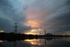 Central eléctrica no por do sol Imagem de Stock Royalty Free