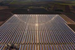 Central eléctrica parabólica solar Imágenes de archivo libres de regalías