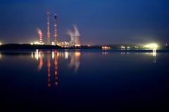 Central eléctrica por noche Imagen de archivo libre de regalías