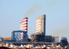 Central eléctrica Qatar dos fontas de Ras Abu fotografia de stock