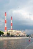 Central eléctrica TETs - 12 Visión desde el río de Moscú Foto de archivo