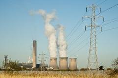 Central elétrica ateada fogo carvão da balsa do violinista Fotos de Stock