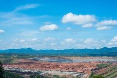 Central elétrica carbonoso ajardinado do lignite em Tailândia fotos de stock royalty free