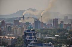 Central elétrica de carvão na Coreia do Norte de pyongyang foto de stock