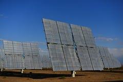A central elétrica de energias solares Fotografia de Stock Royalty Free
