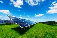 Central elétrica de energias solares Fotografia de Stock