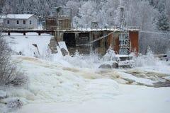 Central elétrica hidroelétrico GES-22, 1936 da construção no rio Yanisyoki na tarde de janeiro A vila de Fotografia de Stock Royalty Free