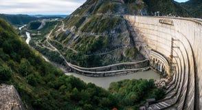 Central elétrica hidroelétrico HES de Enguri em Geórgia foto de stock