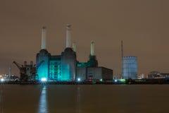 Central elétrica na noite, Londres de Battersea Reino Unido fotos de stock royalty free