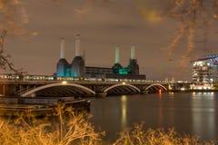 Central elétrica na noite, Londres de Battersea Reino Unido imagens de stock