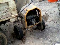 Central elétrica portátil usado para pavimentar uma rua em Cidade do México fotos de stock royalty free