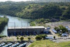 Central elétrica represa elétrica do rio de Magat da hidro em Ifugao montanhoso imagens de stock