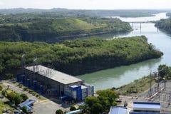 Central elétrica represa elétrica do rio de Magat da hidro em Ifugao montanhoso fotos de stock royalty free