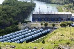 Central elétrica represa elétrica do rio de Magat da hidro em Ifugao montanhoso foto de stock royalty free