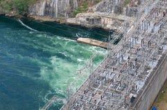 Central eléctrica na represa de Bhumibol em Tailândia Imagens de Stock