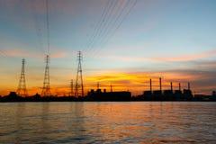 Central electrica en la salida del sol Fotografía de archivo