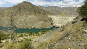 Central electrica hidráulico en Kirguistán imagenes de archivo