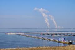 Central energética Boxberg e lago imagens de stock