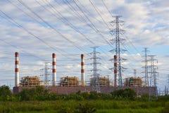 Central energética e pilões elétricos fotografia de stock