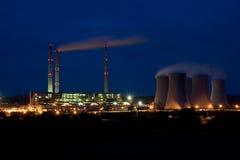 Central energética em a noite - Pocerady Foto de Stock Royalty Free